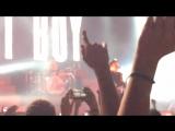 О том, как падают телефоны на концертах ( смотреть до конца)