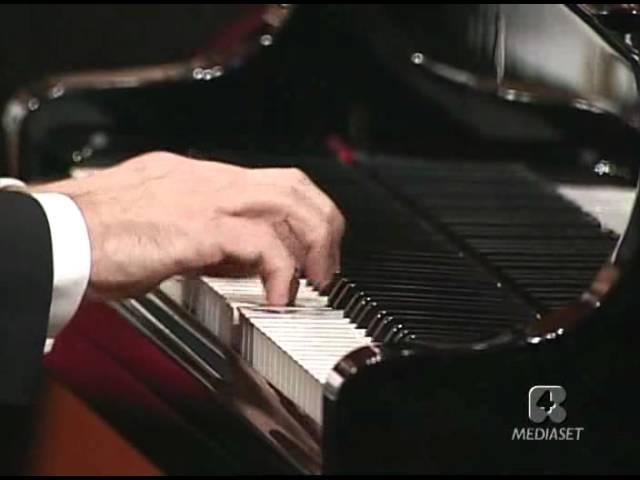 Wolfgang Amadeus Mozart. Concerto No. 21 in C major, K. 467. Orchestra filarmonica della Scala. Maurizio Pollini, Riccardo Muti.