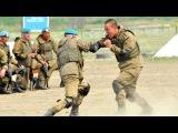 Сильные, смелые десантники в рукопашном бою