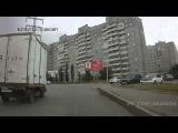 Бабушки переходят дорогу в Омске