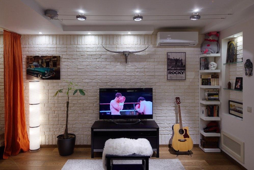 Интерьер студии 43 м (в том числе присоединенная лоджия 7 м) из однокомнатной квартиры в Москве.