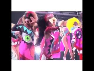 Fuckkkkk yeahhhhhhh VMAzzzzzzz!!!! Watch the Dooo It! performance @ miley.lk/doooitvmas #mileycyrusandherdeadpetz