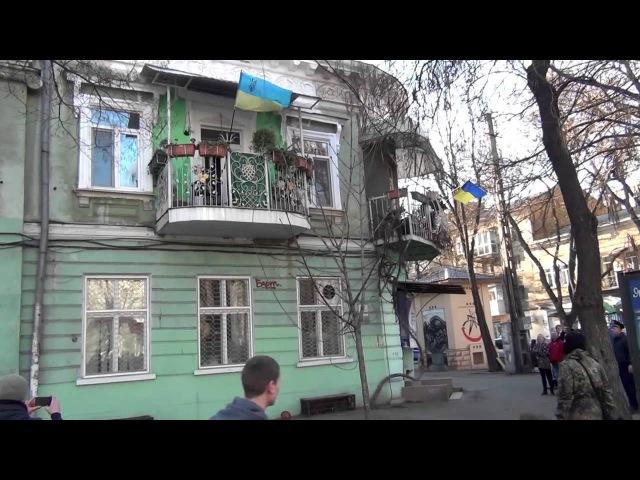 30 марта 2014 Одесса сумасшедшая старуха против русского марша