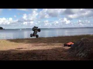 Баш, прыжки и убивание RC-тачек!