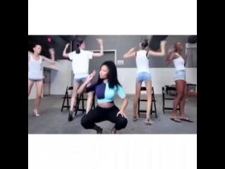 Nicki Minaj teaching the Models the Anaconda dance steps