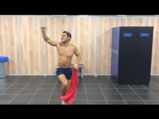 Горносталь Максим и эротический танец Самца