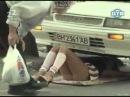 Без трусиков под машиной