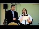 Мама поет дочке на свадьбе