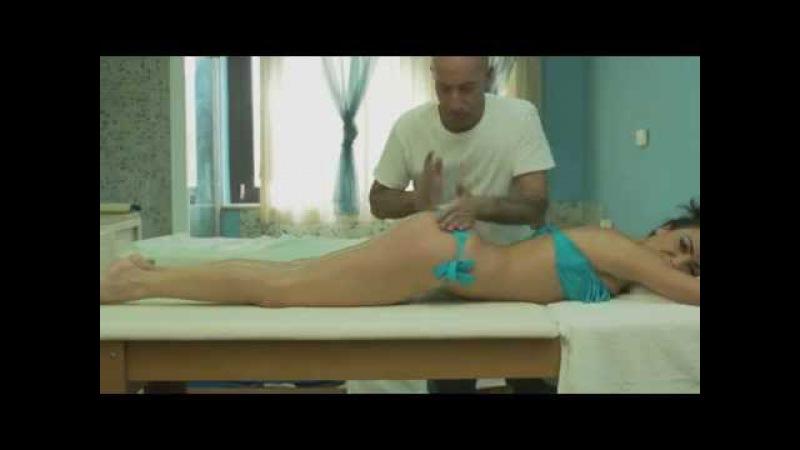 L'assolo di Ciccio Merolla sul corpo dell'attrice - [o bongo] Ciccio Merolla