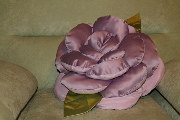 Из какой ткани сшить декоративную подушку