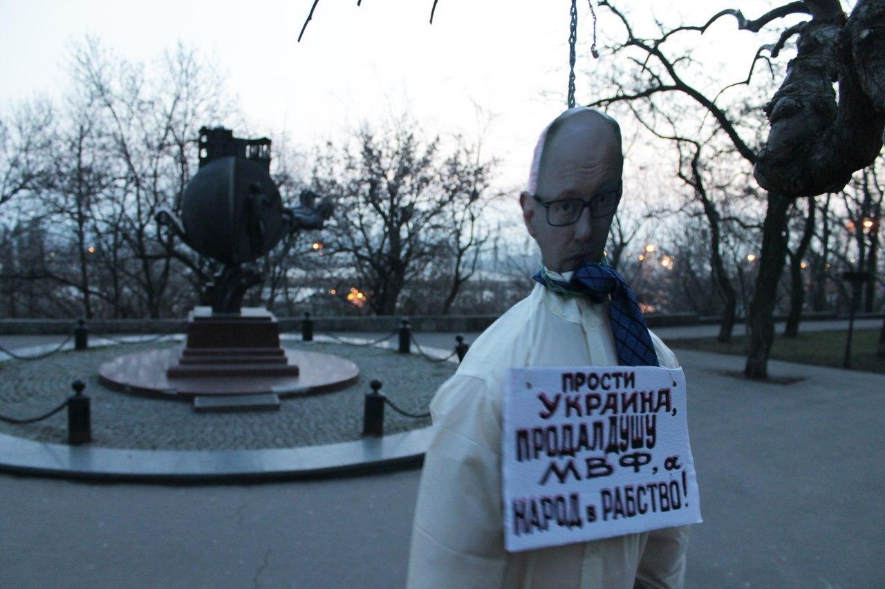 """Одесситами был """"повешен"""" враг и предатель Яценюк"""
