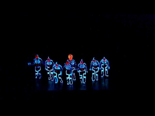 Amazing Tron Dance performed by Wrecking Orchestra смотреть онлайн без регистрации