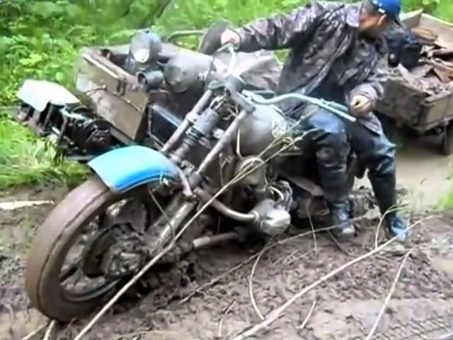 Полноприводный мотоцикл УРАЛ проезжает по бездорожье Вездеходы УРАЛ1