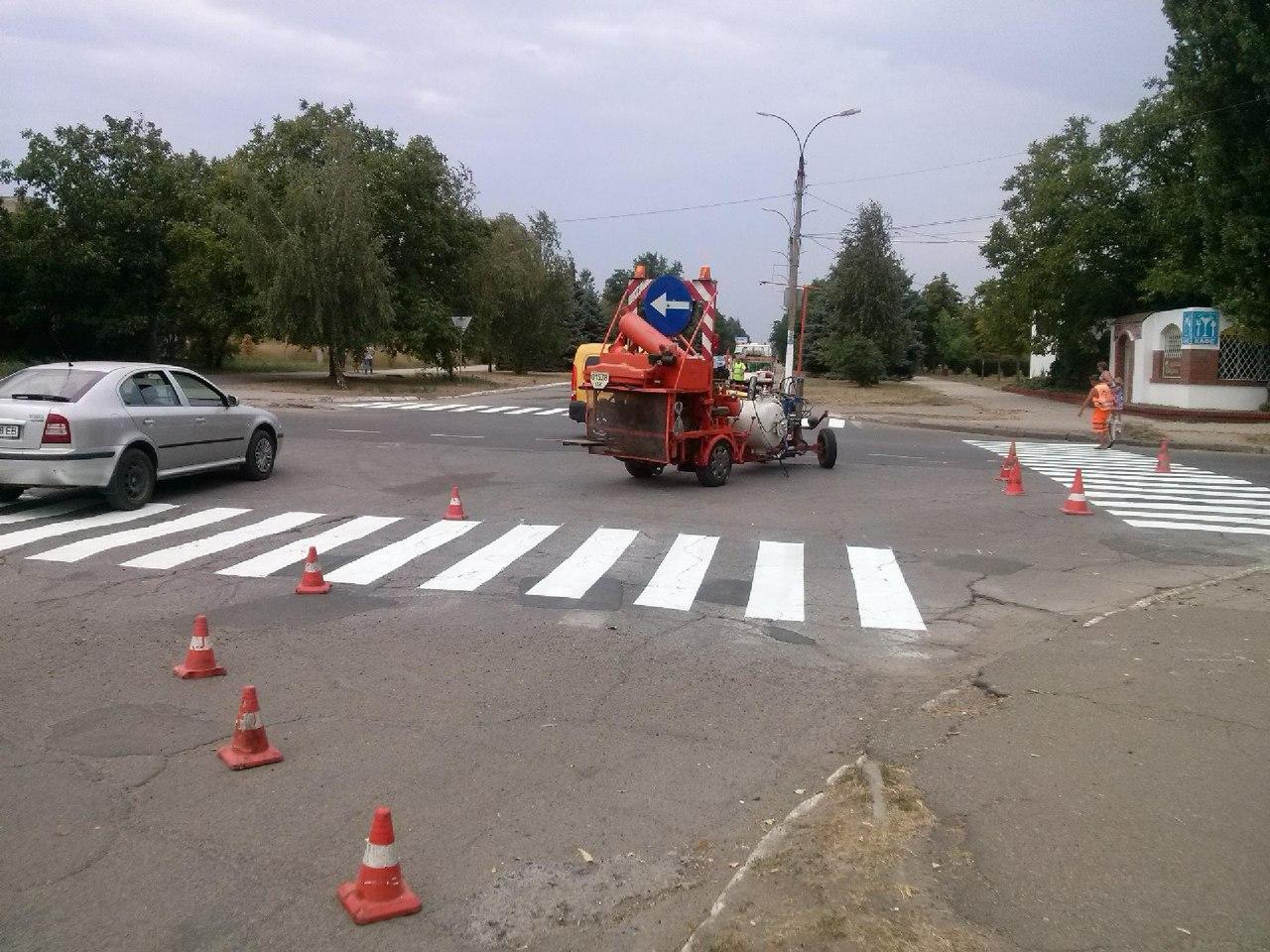 rMAVxK-BvaE В Сергеевке под конец курортного сезона ремонтируют дороги (фото)