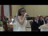 Как же красиво поёт невеста, жениху повезло!