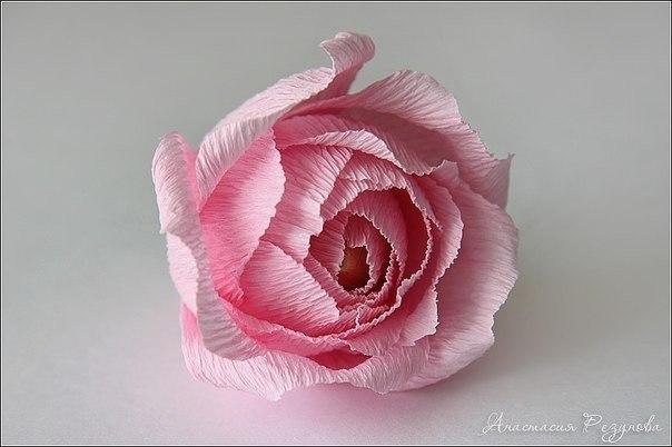 Розы из гофрированной бумаги с конфетами своими руками мастер класс