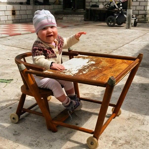 Мой детский столик, за которым