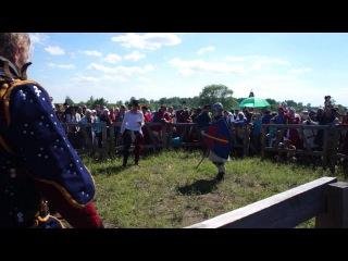 Бугурт рыцарей (девушки) на фестивале Сибирский Огонь 2015
