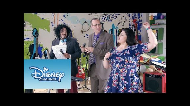 Violetta: Momento Musical: Olga, Ramallo y Beto ensayan Dile que sí