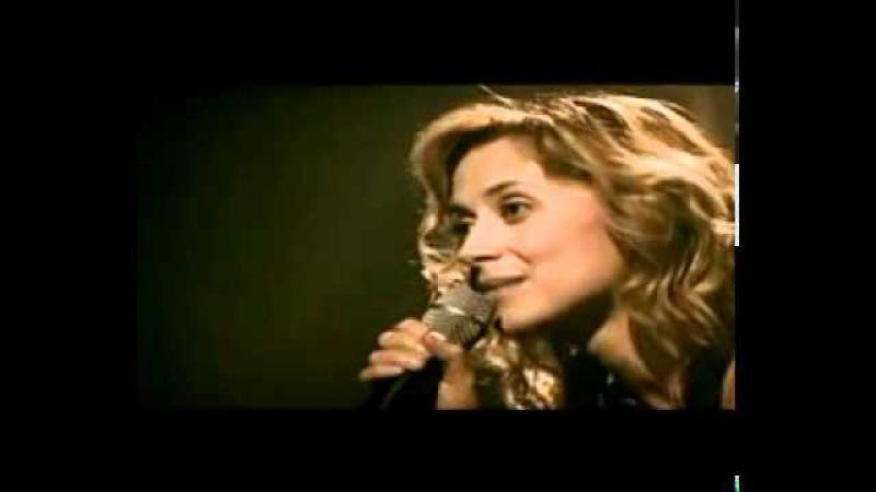 Это её первый концерт после смерти любимого человека.