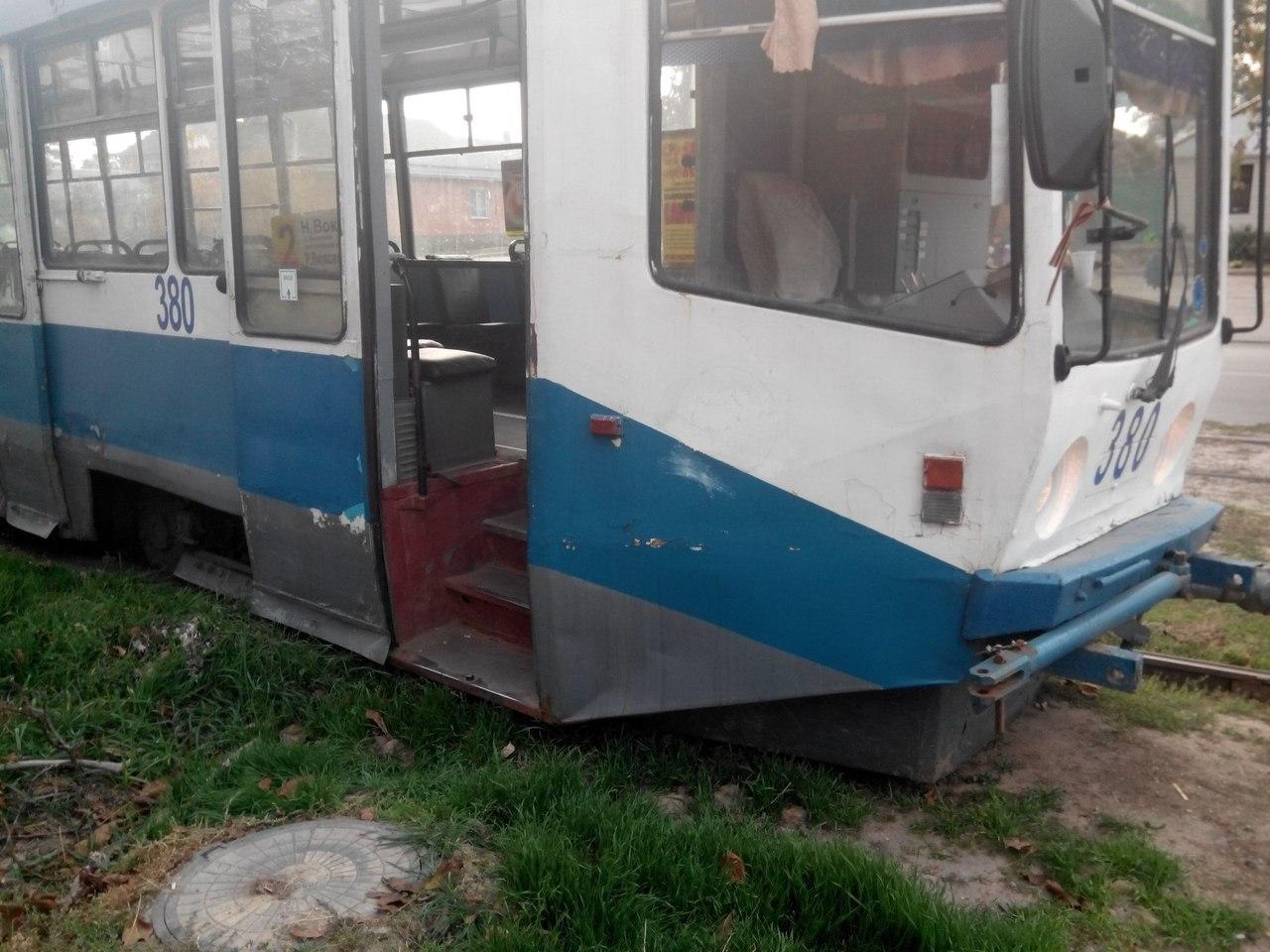 В Таганроге переполненный трамвай №2 сошел с рельсов
