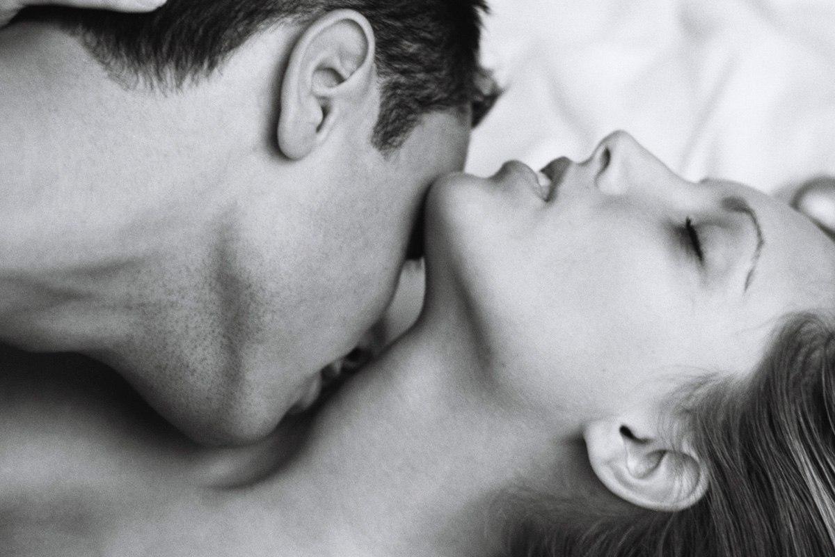 Целует ноги девушке фото 10 фотография