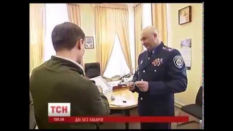 На Майдані роздавали наліпки Ні хабарництву для чесних водіїв