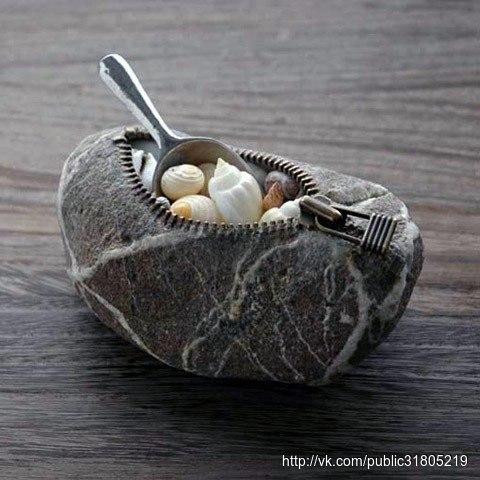 Японский скульптор Hirotoshi Itoh создает необычные скульптуры из камней, пытаясь раскрыть внутренний мир каждого камня.