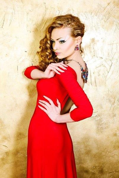 Красное платье для русых