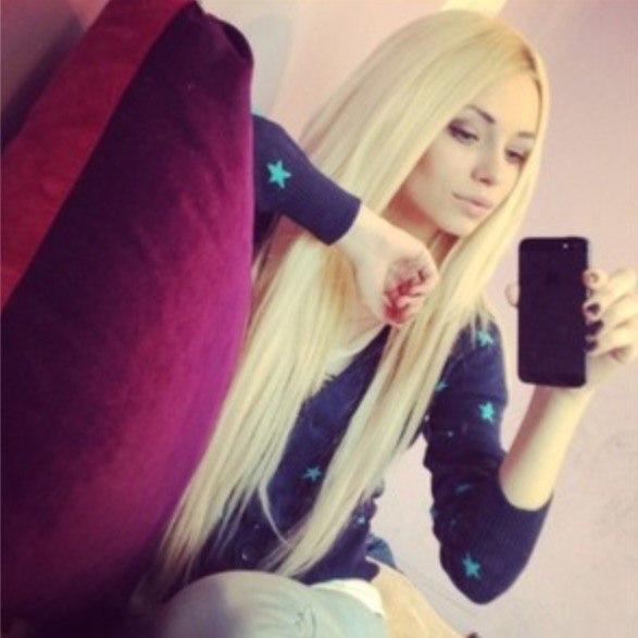 Фото девушек без лица с айфоном блондинки