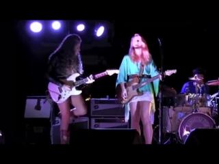 Девушка с гитарой... Samantha Fish & Sadie Johnson
