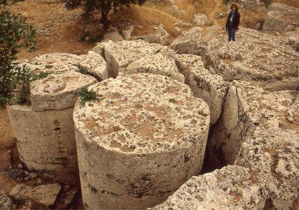 каменные цилиндры сицилии