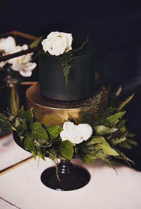 U9cGE8XZPWU - Темный свадебный торт (20 фото)