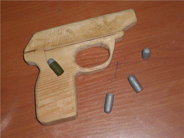 Житель Армянска хранил дома самодельный пистолет