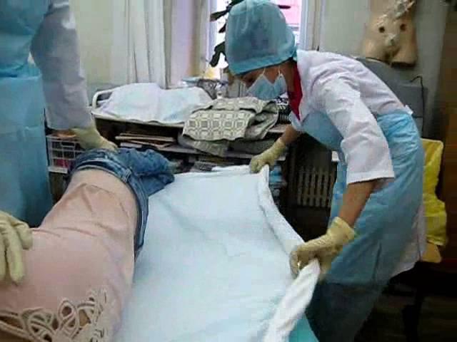 Смена постельного белья тяжелобольному пациенту 1 способ Нижневартовский медицинский колледж