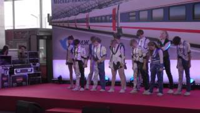 Детский музыкальный театр Домисолька Выступление на Курском вокзале 01 06 2015