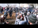 Драка на митинге Навального. Владивосток Тётка орет: мелкий пацан!! Что вы делаете! А я вчера читала, как собирались с 3 детьми