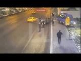 Камеры сняли, как маршрутка сбила людей на остановке в Москве
