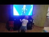 Малыш танцует под Sunsay – Love Manifest! Даже дети его любят!)
