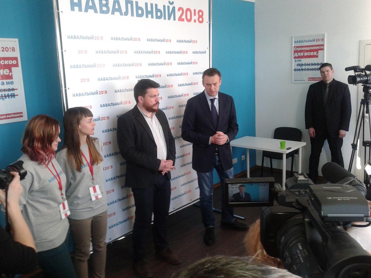 Как Алексея Навального в Томске «закидали яйцами»…