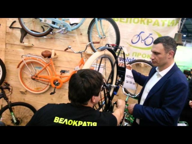 Я буду долго гнать: Кличко пересаживает полицейских на велосипеды