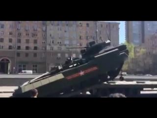 Как российская хвалёная Армата штурмует эвакуатор На это можно смотреть вечно)))