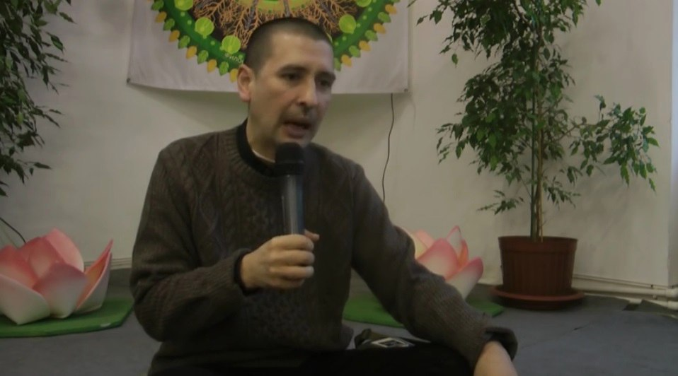 На философа Дмитрия Угая завели дело за лекцию о йоге