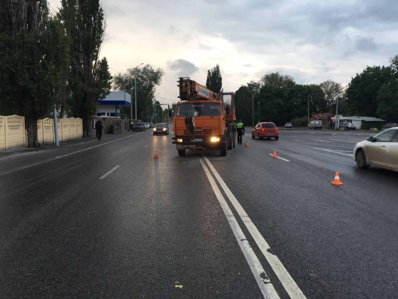 На Самбекском посту ДПС автокран протаранил междугороднюю маршрутку, 2 пострадавших