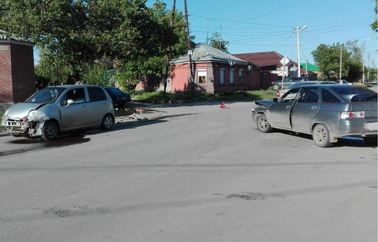 На выходных в Таганроге дорогу не поделили «ВАЗ-21124» и Daewoo Matiz