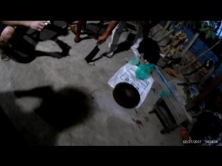 Голова задохнулась в пакете. Во Вьетнаме она пыталась кусать ещё минут 30, они не заворачивали голову в пакет