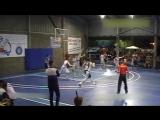15-летний баскетболист с ростом 229 не замечает соперников [720p]