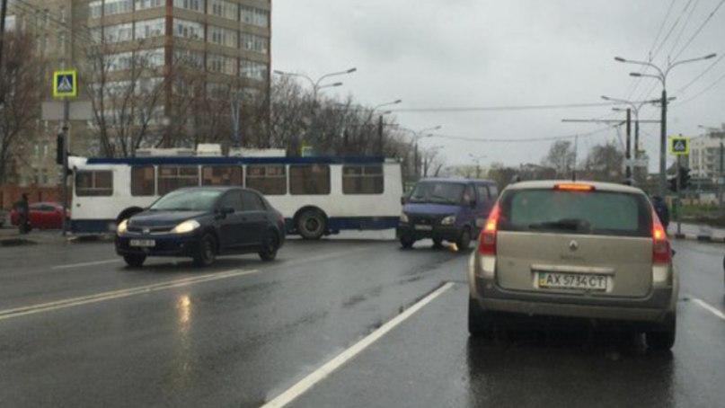 Общественный транспорт обескуражил харьковчан (ФОТО)