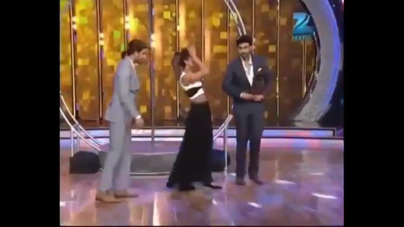 Ранвир пародирует танец Приянки Чопра Asalaam E Ishqum 2 ч