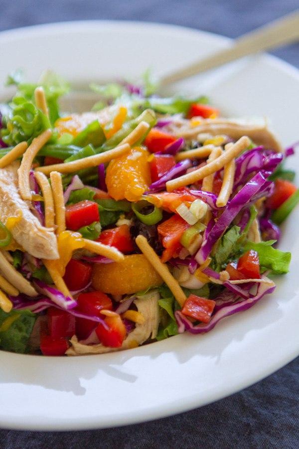 КИТАЙСКИЙ КУРИНЫЙ САЛАТ   Я люблю этот домашний и здоровый китайский куриный салат!  ИНГРЕДИЕНТЫ:  5 унций. пре�...